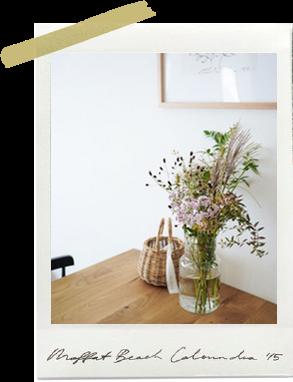 家族が選んでくれた季節の花で、小さな模様替え。
